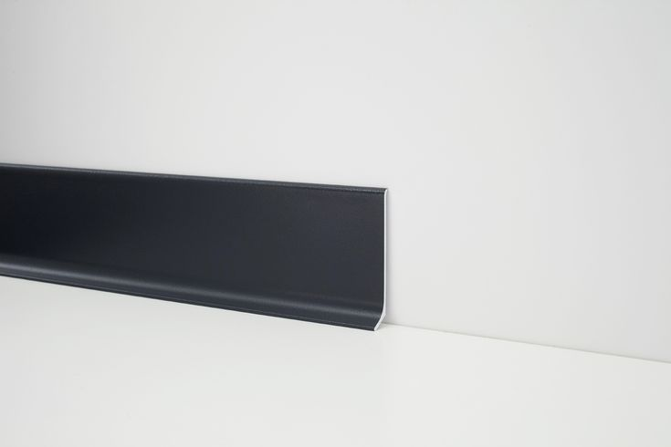Are you looking for a #black #skirtingboard? These are Profilpas models!