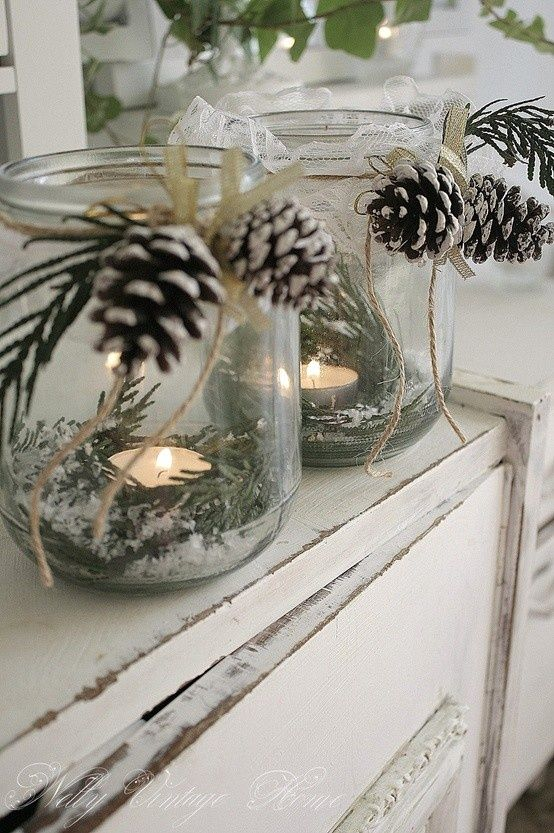 christmas mason jar centerpieces | DIY Christmas centerpiece. Mason jar, greenery, pine cones | Christmas