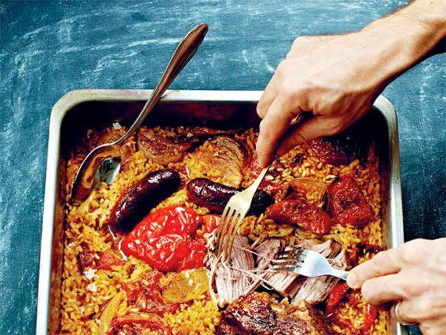 Ris i ugn med fläskkarré, chorizo, paprika och lök (kock Markus Aujalay)