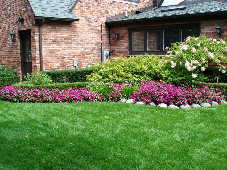 A Nice Thick Green Lawn Small Backyardslandscaping Designsimple
