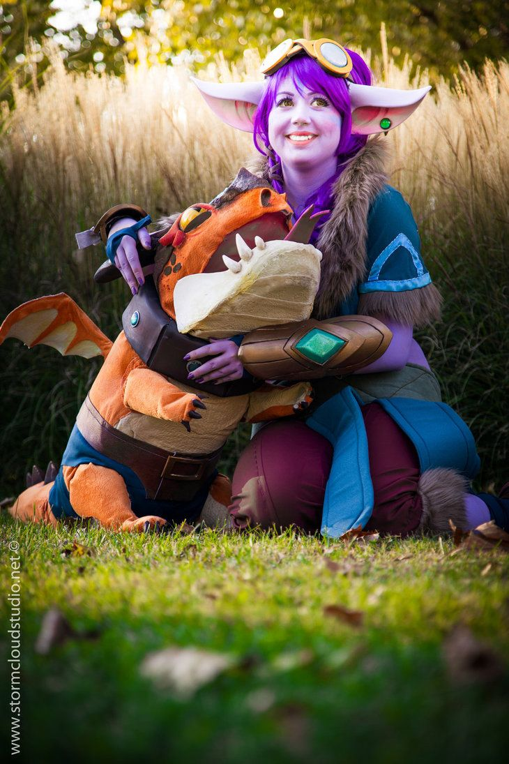 First picture about Tristana cosplay! I love it! <3 Cosplay and model: Miyaou Photo: www.facebook.com/StormCloudStu…   macskart-miyaou.deviantart.com…  www.faceb...
