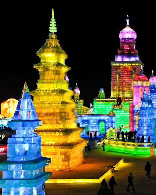Ice Festival in Harbin, China!Dale color a tu vida!! @Ana Victoria Lagos @Paty Mena @Patricia Gallardo