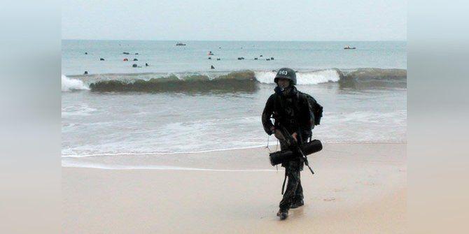 Tangguhnya prajurit Raider, latihan menyusup di laut tanpa percikan