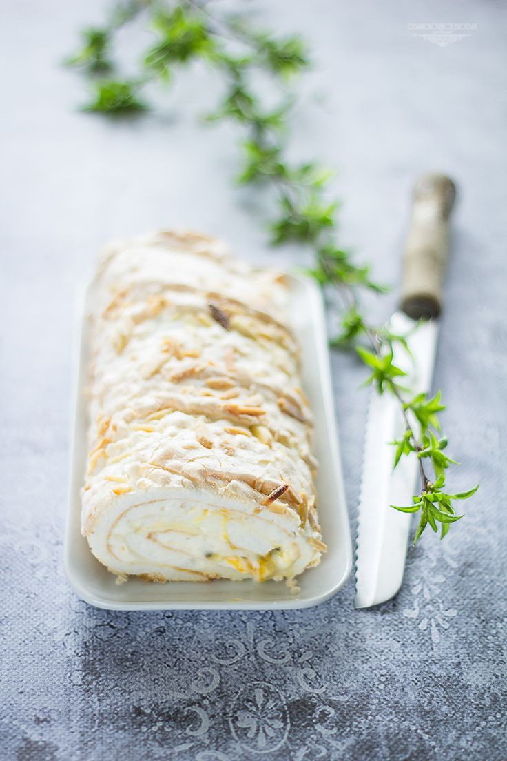 Meringue roll with passionfruit