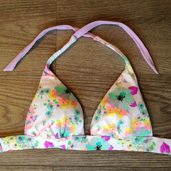 VS Floral Triangle Bikini Top Victoria's Secret floral patterned, padded bikini top that ties around the neck and in the back. This top has thick pads that could imitate a push-up look. This item is new without tags and is a size xs. PINK Victoria's Secret Swim Bikinis