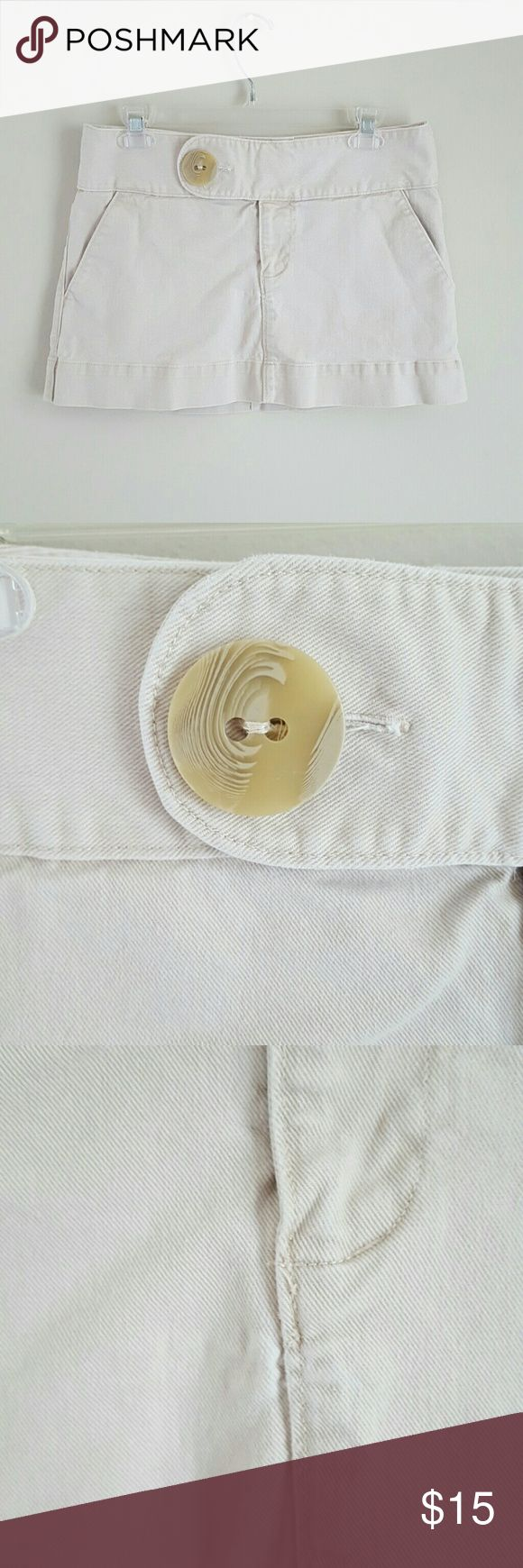 Free People Khaki Mini Skirt sz 6! Free People khaki big button mini skirt, size 6! There is a small area below the fly which looks like the stretch may be slightly worn (pic 3) and one pocket is stained inside but does not show through on the exterior of the skirt (pic 4 and 5). Otherwise very good condition! Free People Skirts Mini