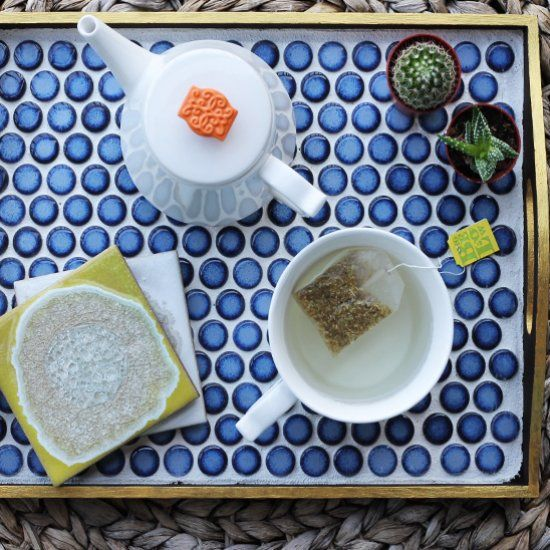 Simple and super chic - make your own wooden table tray with tile!