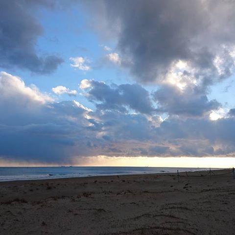 【apollo_0129】さんのInstagramをピンしています。 《15時頃~ 今日は予想外のサイズ⤴ #天候は時々雪 #雪降ってきて嬉しくなった #自分だけじゃないはず #ヘッドキャップの温かさ #波乗り野郎復活  #ロンビ #サーフィン #波乗り #極寒サーフ #海のある景色 #海 #イマソラ #空 #ファインダー越しの私の世界 #たはら暮らし #田原市 #伊良湖  #instagood #instapic #instasurf #surf #surfing #sea #waves #coldwatersurf #photooftheday #japan #irago #tahara》