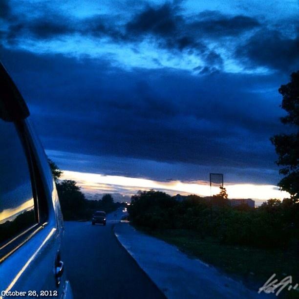 台風一過な夜明け前。 #台風 #朝焼け#イマソラ#空#雲#フィリピン#朝日#daybreak#morning#sun#sky#clouds##philippines#tropical#storm#ofel#dark#predawn