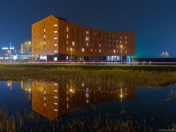 https://flic.kr/p/CQSew6 | Hete Kolen @ blue hour | Het gebouw Hete Kolen  met studio's voor jongeren en kantoorruimtes in een gebouw. Geheel links  een glimp van de Mediacentrale.  Info over Hete Kolen: bit.ly/1uZzMtc en  bit.ly/1rJG3Jp  Taken at Europapark, Groningen, The Netherlands.  © Koos de Wit, All rights reserved. Please don't use this image without my permission. www.koosdewit.nl