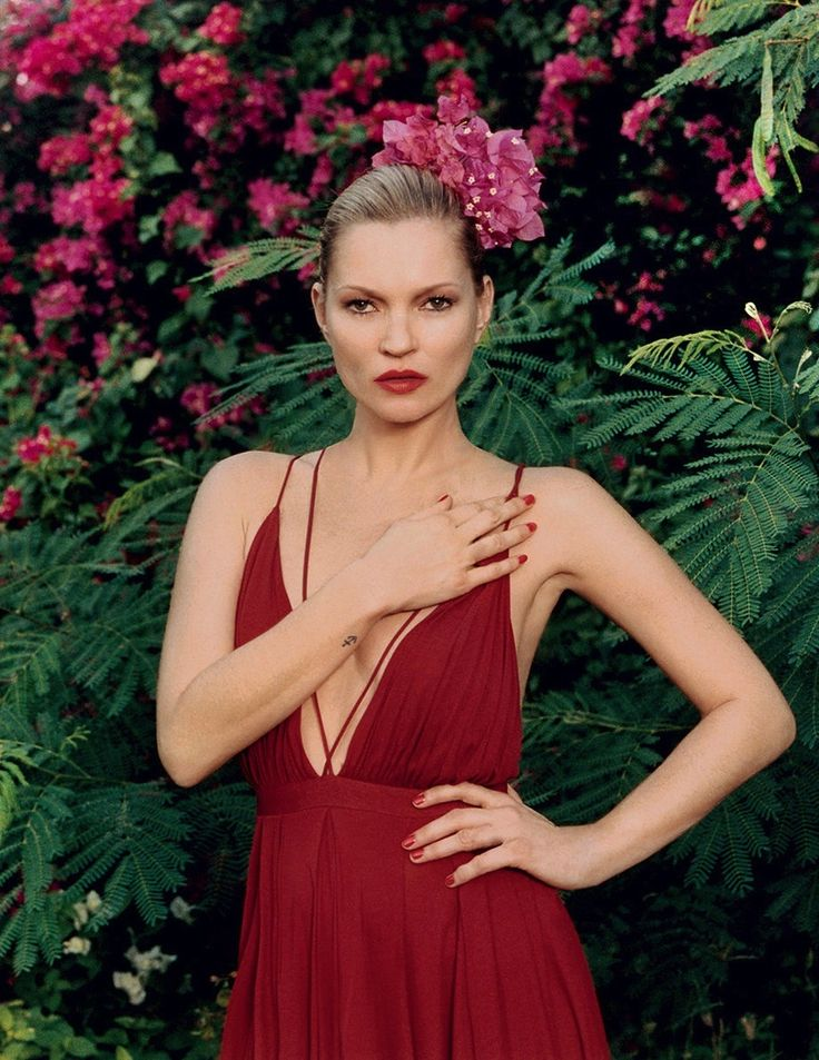 Kate Moss in a red dress with plunging neckline // Photo: Venetia Scott