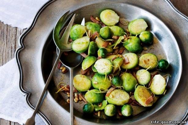 Салат из брюссельской капусты с беконом и кедровыми орешками  #salad #салат