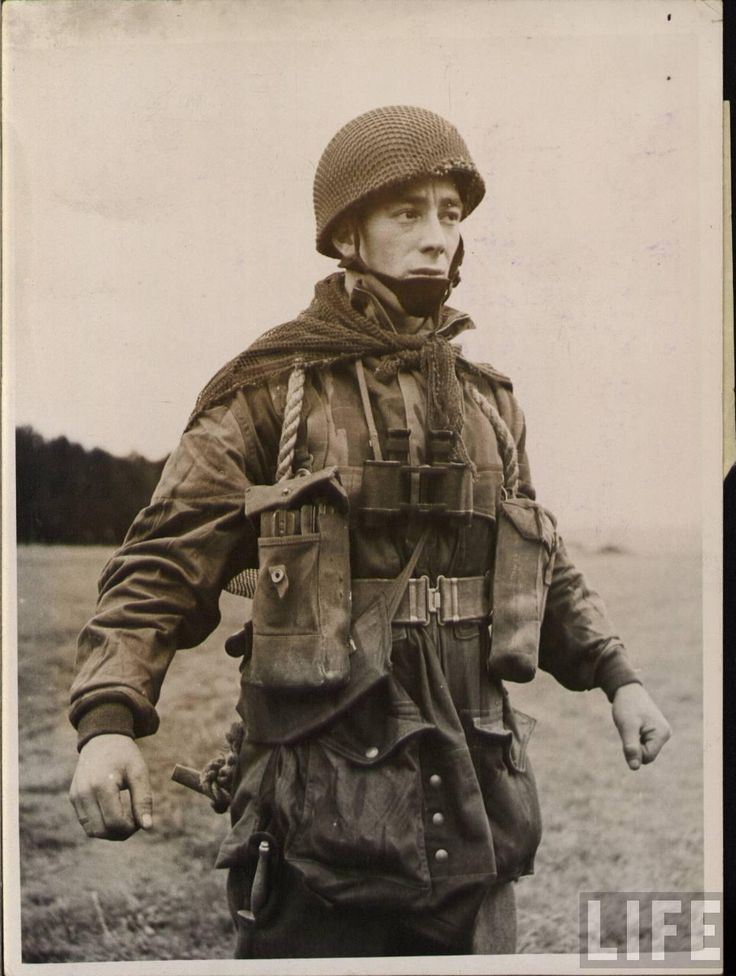 British paratrooper. WWII. Note the Fairbairn-Sykes dagger on his right leg pant.