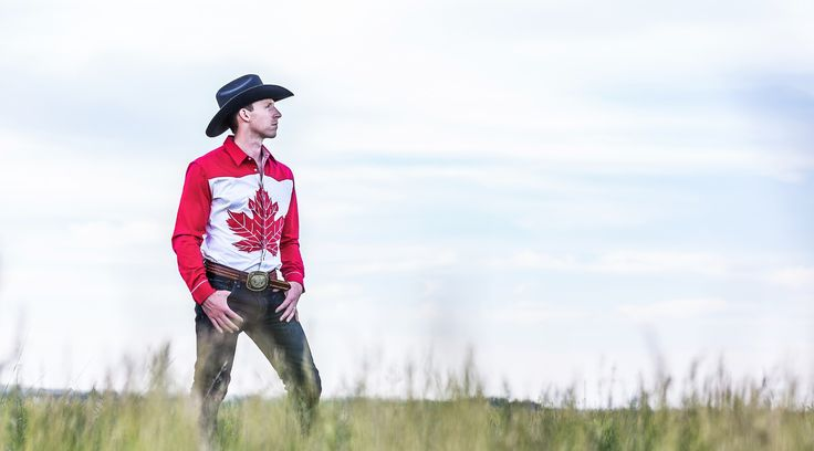 Perfect for celebrating Canada's 150th Birthday. A classic western-style cowboy shirt with an unmistakable Canadian twist.A classic western-style shirt with an unmistakable Canadian twist. Authentic western front and back yoke, pearl-coloured snaps, barrel cuffs with crisp white piping.