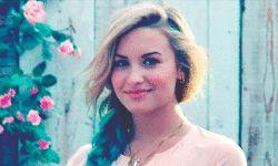 GIF Demi Lovato волосы девушка хипстер старинных инди Гранж улыбка бледно мягкий гранж