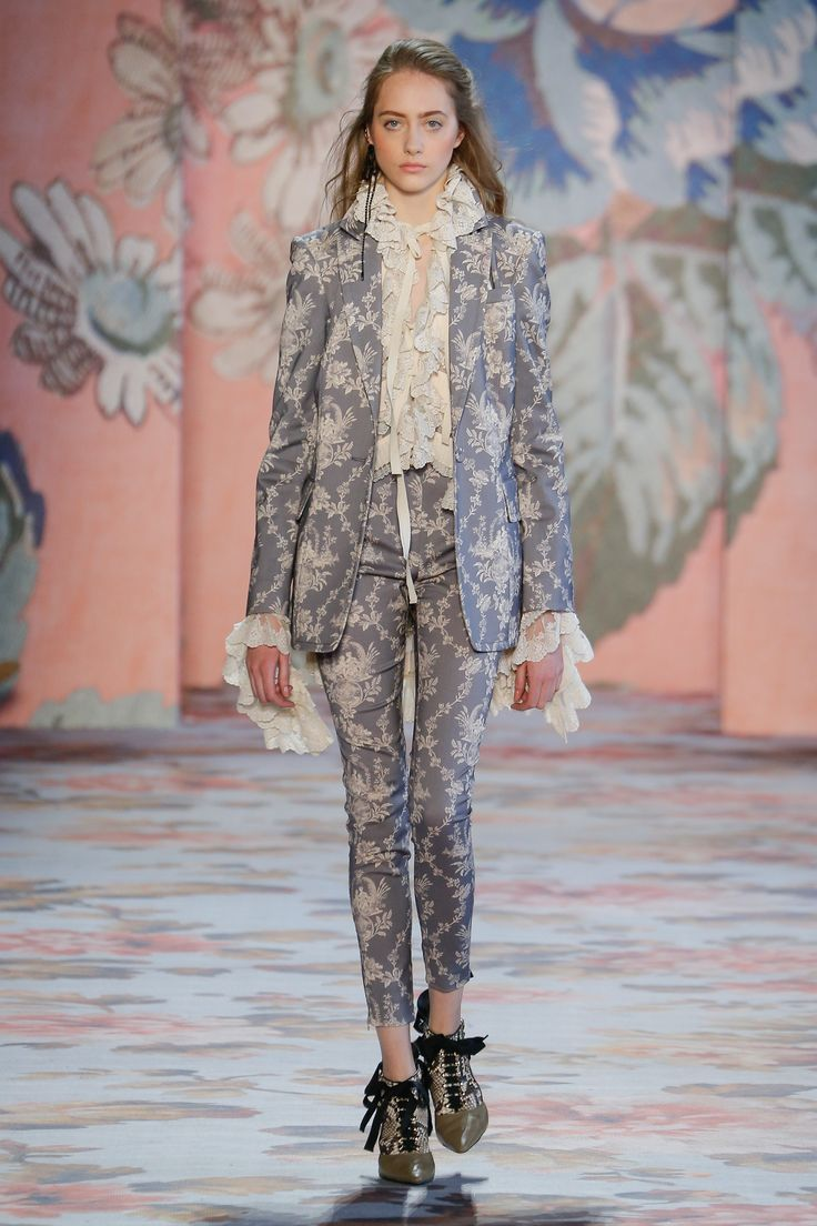 The complete Zimmermann Fall 2018 Ready-to-Wear fashion show now on Vogue Runway.