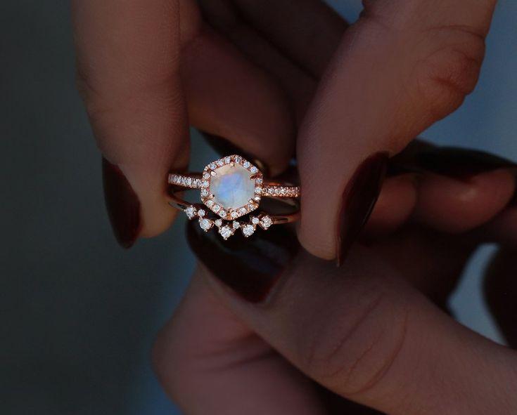 14kt gold scattered diamond curved band – Luna Skye