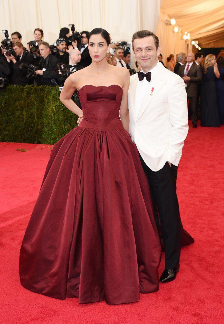 Pin for Later: Seid glamourös oder lasst es sein: Alle Stars vom roten Teppich der Met-Gala! Sarah Silverman und Michael Sheen