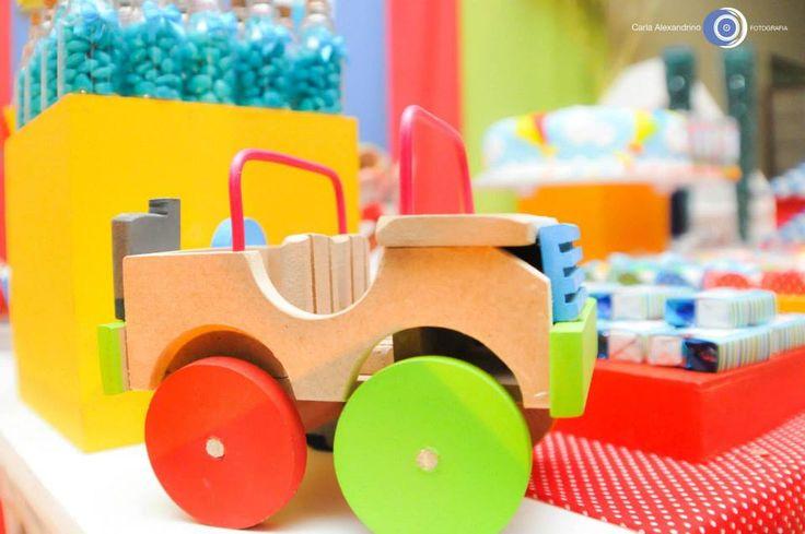 Brincadeira de menino: Carrinhos de madeira