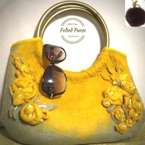 I absolutely love this gorgeous felt bag is handmade by the talented @FeltbyNarelle only on #etsyau #inthespotlight #auswandarrah