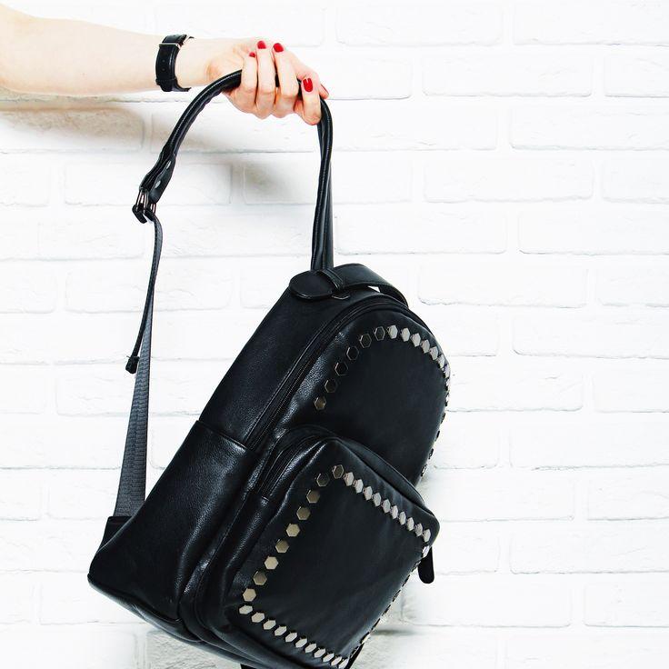 Легкий укороченный свитер, джинсы, кеды и маленький черный рюкзак на молнии – Ваш образ готов! 👌 Арт: 7270 #respectshoes #iloverespect #рюкзак #сумка #shopping #обувьреспект #шоппинг #весна #веснавrespectshoes