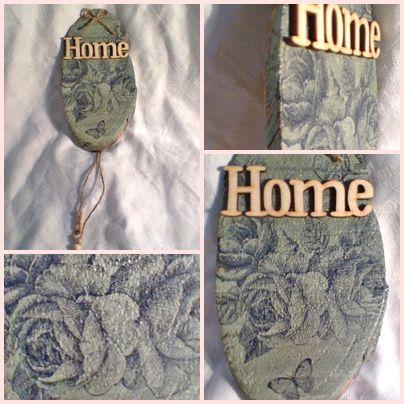 Romantikus hangulatú ajtótábla kék angol rózsákkal díszítve.  17 x 9 cm  1,450 Ft
