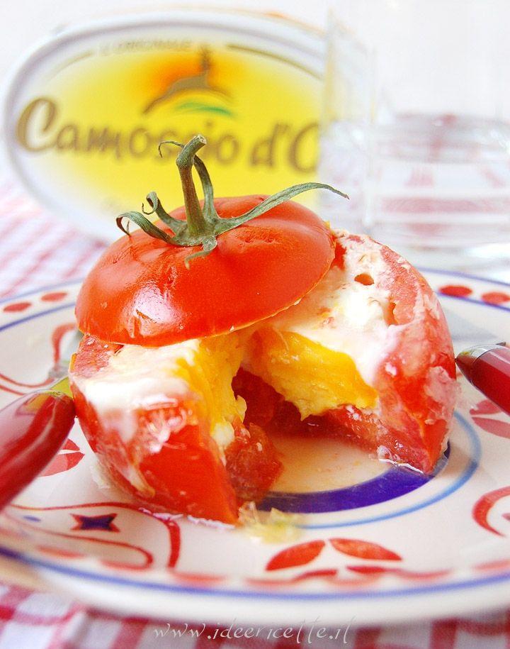 Ricetta Pomodori sorpresa ripieni con uova e Camoscio d'Oro al microonde