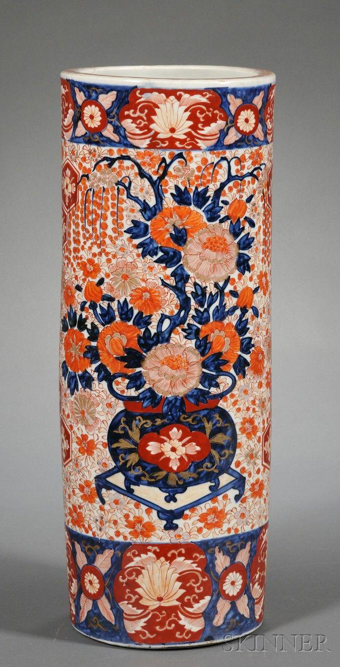 Japanese Imari porcelain umbrella holder. Late 19th century.