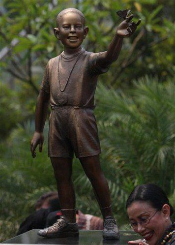 Barry Sotero    Indonesia Takes Down Obama Statue