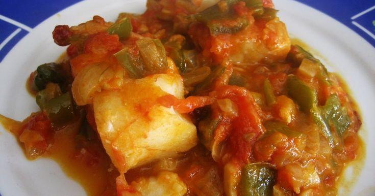 INGREDIENTES: 440 gr de bacalao congelado 1 cebolla 2 pimientos verdes 3 dientes de ajo 2 tomates maduros 200 ml de vino blanco...