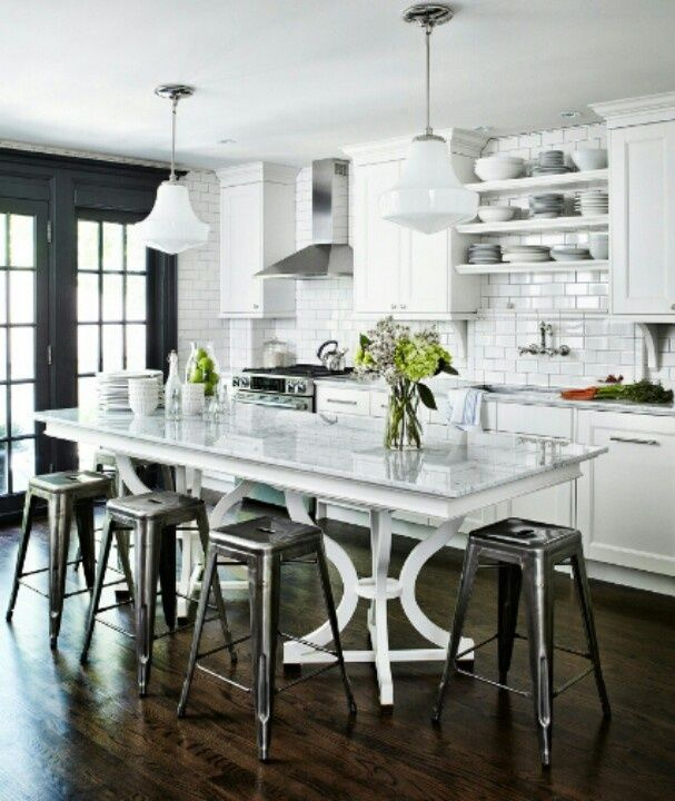 OHHHHH...THIS BLACK AND WHITE KITCHEN!   Georgica Pond Blog   American style for Australian homes