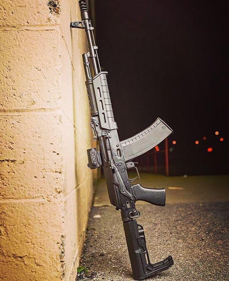 287 отметок «Нравится», 3 комментариев — Guns N Knives BR  (@gunsnknivesbr) в Instagram: «AK 47 costumizada, muitos elementos modernos como a coronha ajustável, trilho tático, substituição…»