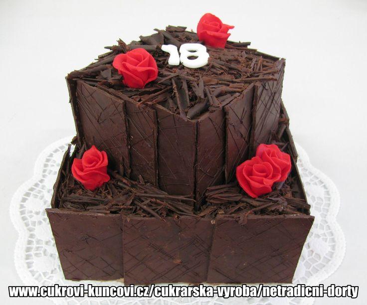 dort obložený čokoládou