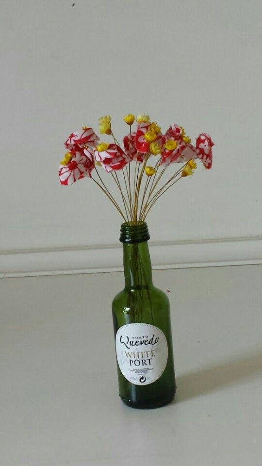 Flores e garrafas