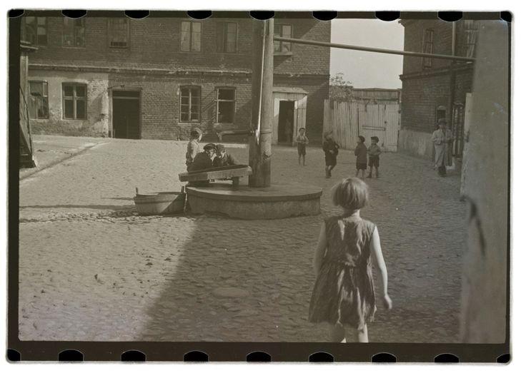 Roman Vishniac – Untitled, ca 1935-38