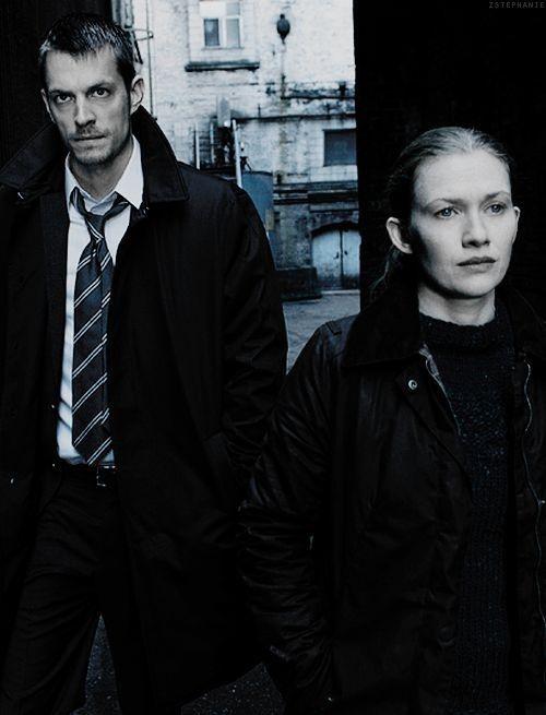 The Killing: Instigante, inteligente e a melhor serie policial que já assisti.
