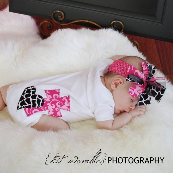 onesie: Head Bands, Adorable Onesie, Onesie Sconces, Heart Fabrics, Applique Fabrics, Baby Onesie, Kids Clothing, Crosses Heart, Baby Girls Bows And Headbands