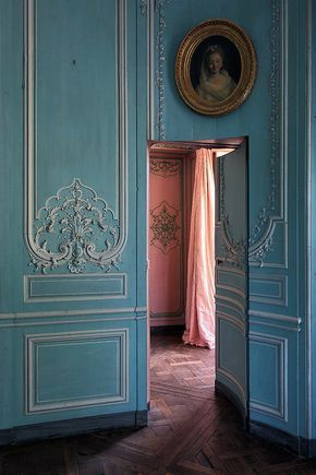 Abandoned château in the south of France Just Wow.