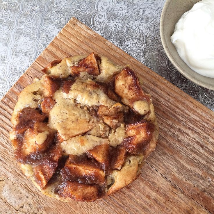 Gezonde appeltaart maken is helemaal niet moeilijk met dit recept van Karlyn. Het is ook een taart voor 1 persoon dus je hoeft ook niet te delen!