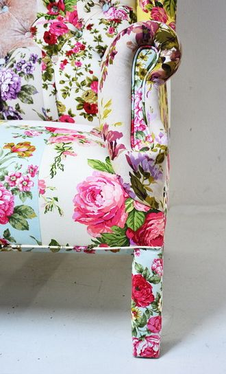 Dear Monet: Floral Couch, Floral Patterns, Floral Prints, Floral Chairs, Diy Furniture, Design Trends, Interiors Design, Upholstered Chairs, Flower