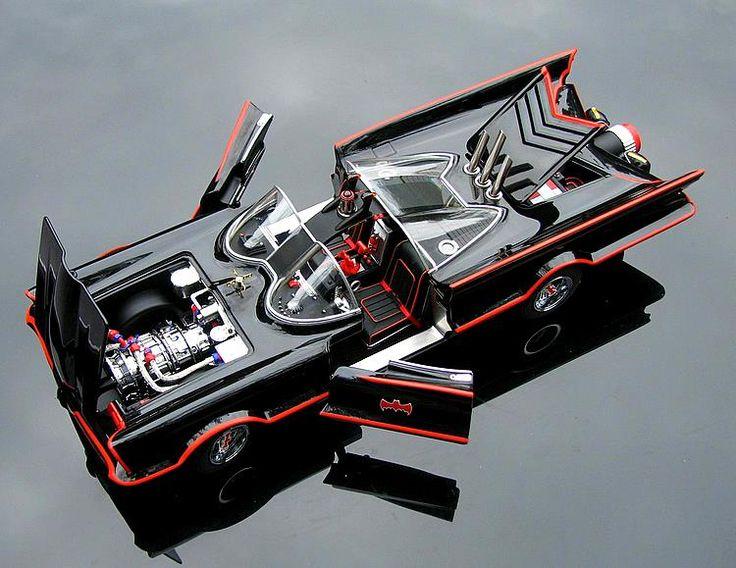 Mattel Hot Wheels 1:18 1966 DC Comics Batmobile TV Show Special Edition diecast car