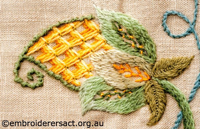 Detail-1-from-Bag-with-Crewel-Embroidery-designed-by-Marjorie-Gilby.jpg 700×452 pixels