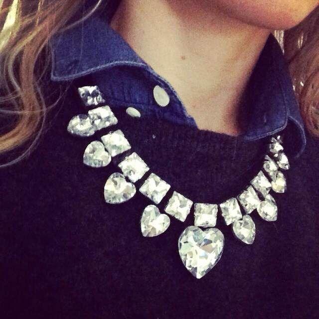 """Vuoi vincere questa bib necklace? Basta cliccare """"Mi piace"""" sulla pagina Facebook di Febe's Shop e scrivere un commento taggando 3  amici. Il vincitore verrà estratto a sorte il 15 marzo!!!"""