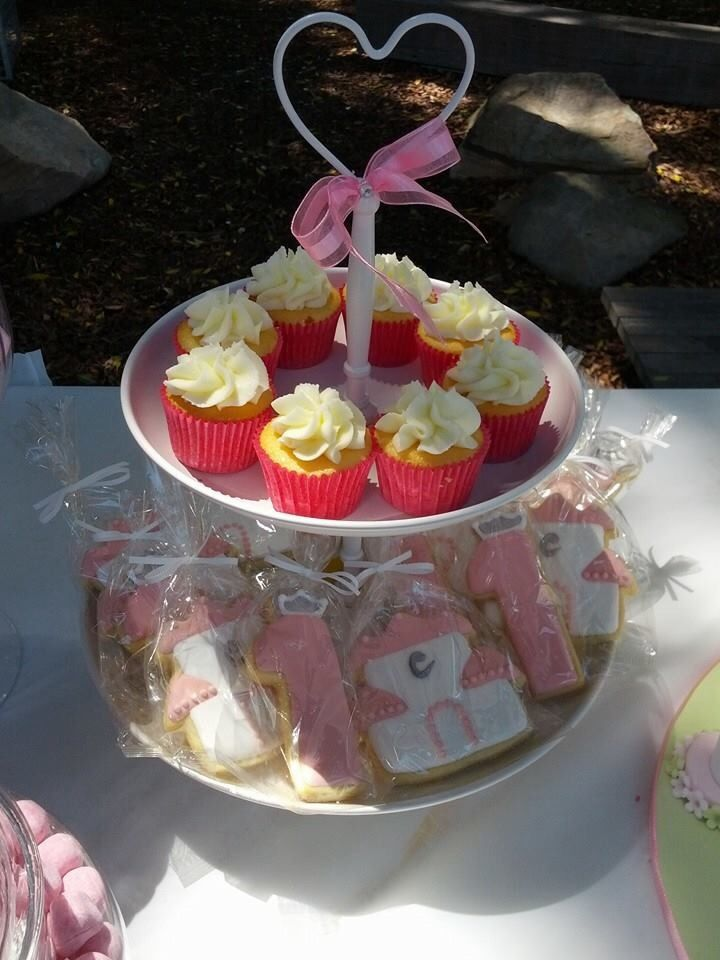 We offer cupcakes, cookies and more for your Princess