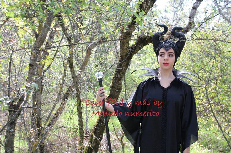Tutorial del disfraz de Maléfica de la película de Angelina Jolie para Halloween. Consulta materiales en mi blog http://menudonumerito.blogspot.com.es/2014/1...