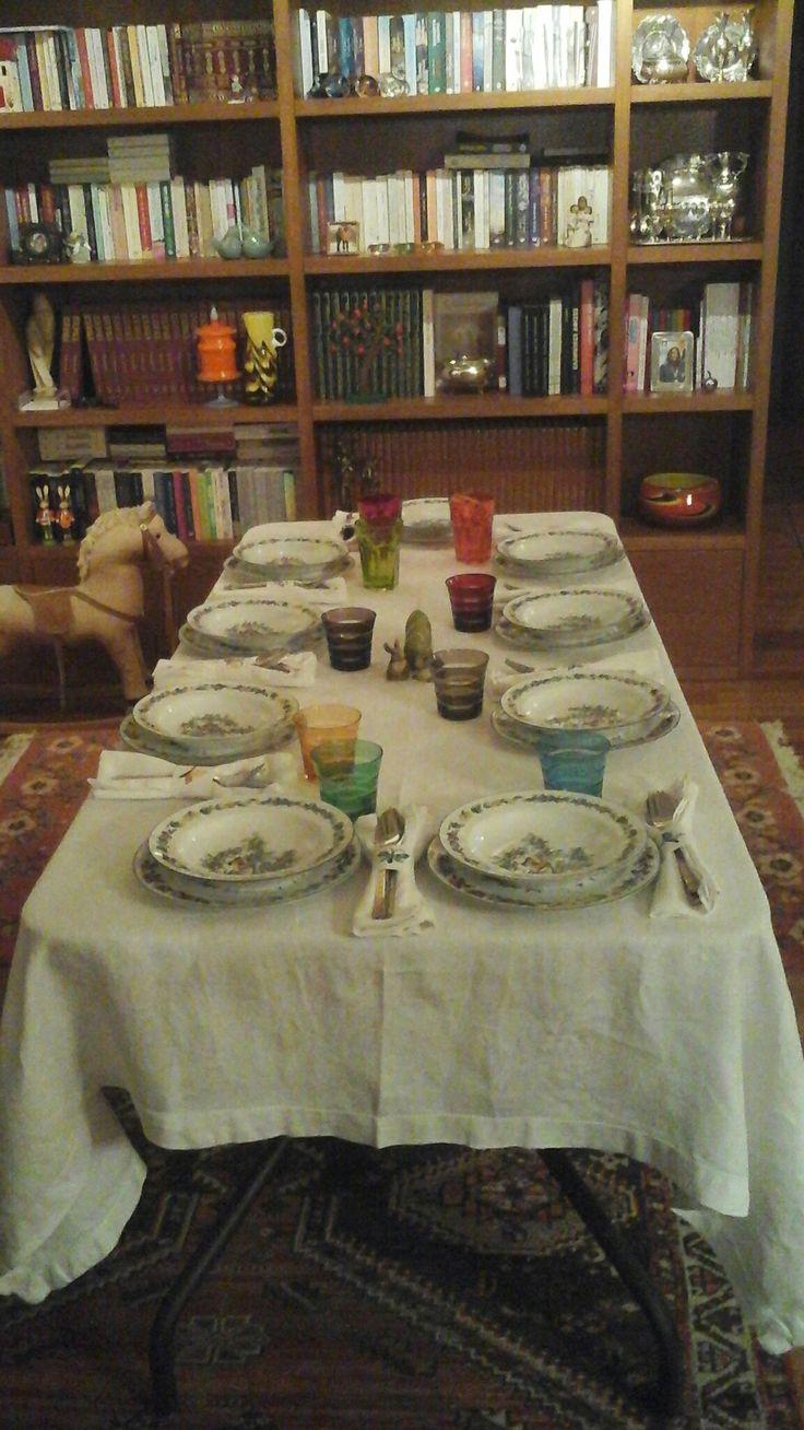 Το τραπέζι για τα παιδία μου και τα ανήψια μου για το βράδυ της Ανάστασης.