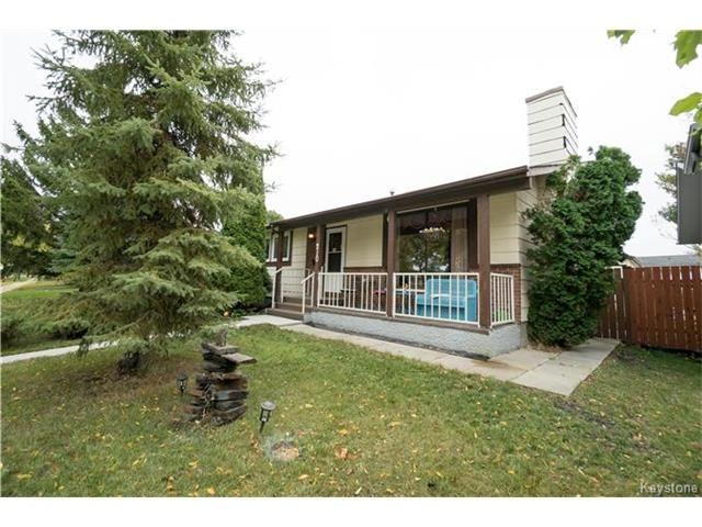 Residential in Winnipeg  210 paddington road  - $314900.00  This home has a classic L-shaped floor plan with a formal living + dining room as well as a wood burning fireplace.   Listing Agent: Ed Dale Jr.  Contact : eddale@remax.net  Cell – 204-771-5310  Toll Free – (800) 361-0500  Fax – (204) 452-4359  Visit : http://eddale.com/details/593002/Ed-Dale-210-paddington-road-winnipeg-r2n-1h4  #realestate #winnipeghomes #justlisted #Remaxagent #Remax #Residentialhomes #Winnipegrealtor #listings