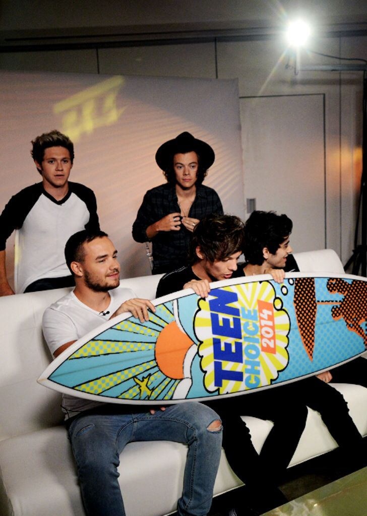 One Direction pre-recording their Thank You video on Aug 5, 2014 for the 2014 TCAs on Aug 10