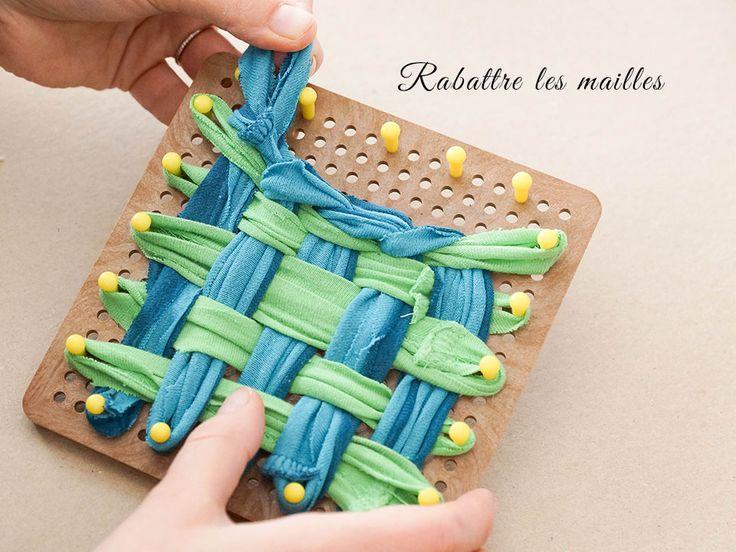 Bonjour mes pt'ites belettes! Il y'a déjà un moment de ça j'avais vaguement entendu parler de la tawashi, cette petite éponge fabriqué au crochet comme ça. Je trouvais ça adorable, mais il faut le dire, le crochet ça me gonfle vite, puis je n'étais pas fan du côté «laine ou synthétique» pour laver ma vaisselle. Etj'ai découvert avec plaisir sur le blog de Made in Utopie, un tuto pour les filles comme moi qui ne voulait pas se casser la tête à crocheter des heures, j'ai trouvé ça génial…