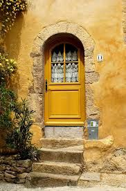..rh YELLOW DOOR